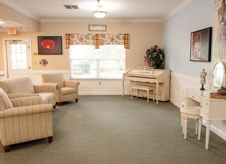 Commonwealth Senior Living Hampton Living Room