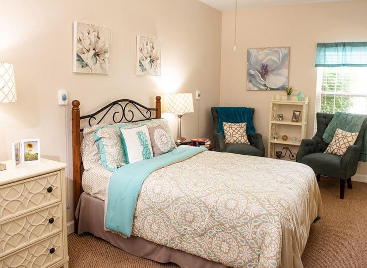 Commonwealth Senior Living Hampton Bedroom Suite