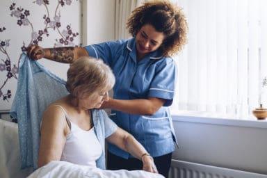 Caregiver utilizing the best adaptive clothing for seniors