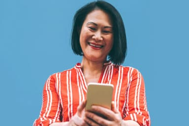 Senior woman using one of the best smartphone apps for seniors