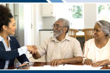 Communicare advantage agent with senior couple